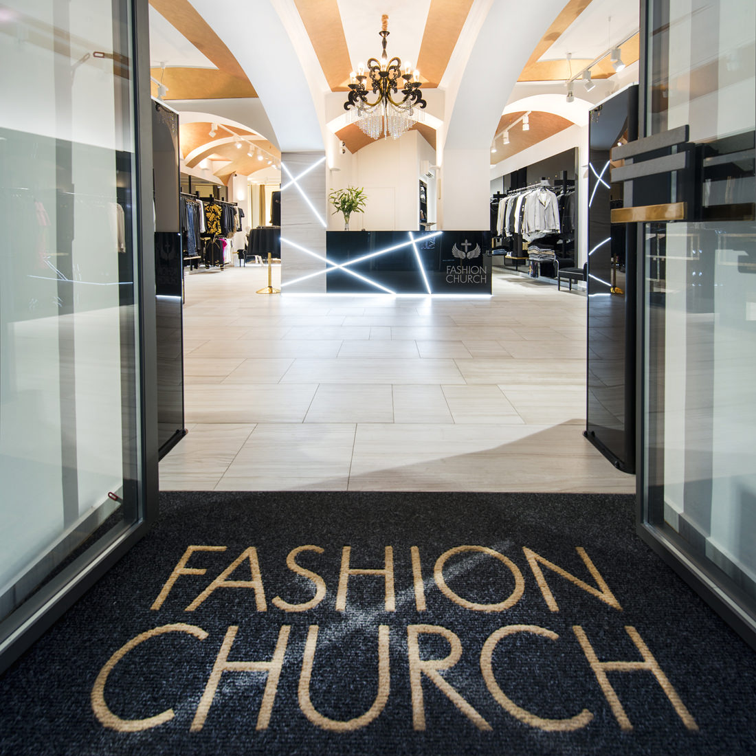 Fashion-Church-butik-vchod